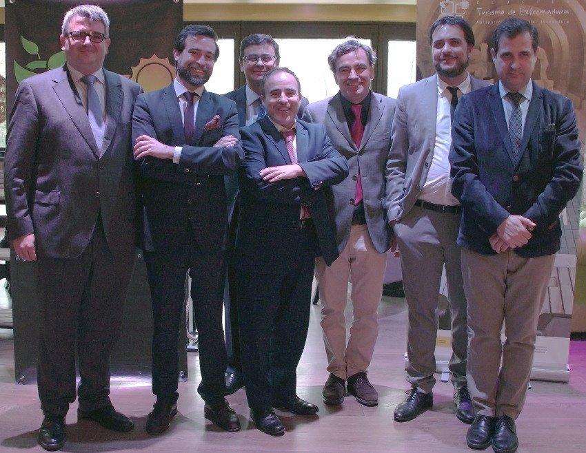 El director general de Turismo de Extremadura, Francisco Martín Simón -tercero por la izquierda-, acompañó al clúster en la presentación del proyecto WWT, ayer en Madrid.