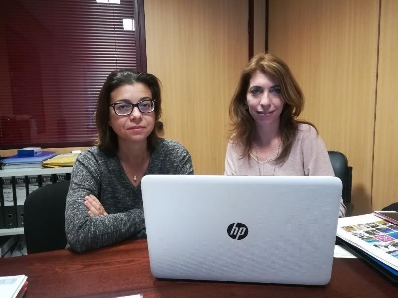 De izq. a dcha, Marisol Bardón, directora de Formación y Empleo de Ashotel; y Mónica González, directora en Canarias de PDA International.