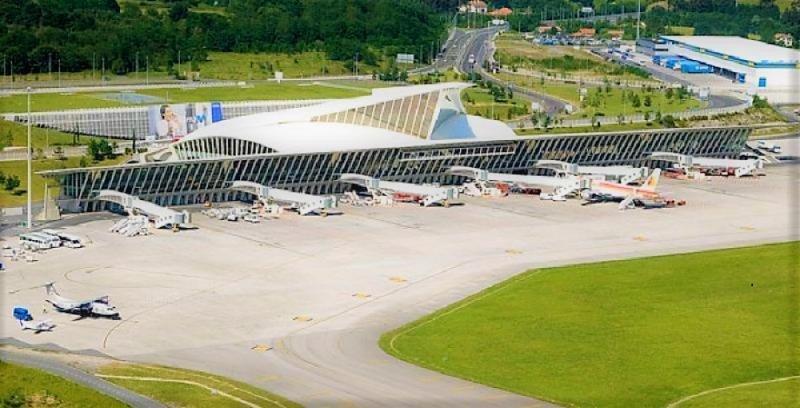 Aeropuerto de Bilbao, el anfitrión.