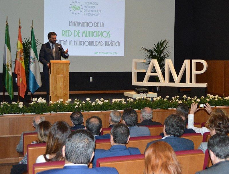 El consejero andaluz de Turismo y Deporte, Francisco Javier Fernández, participó en el acto de constitución de esta red, creada por Federación Andaluza de Municipios y Provincias (FAMP).