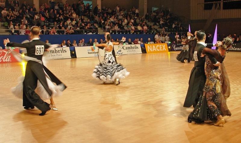 Imagen de un campeonato de bailes deportivos en Cambrils.