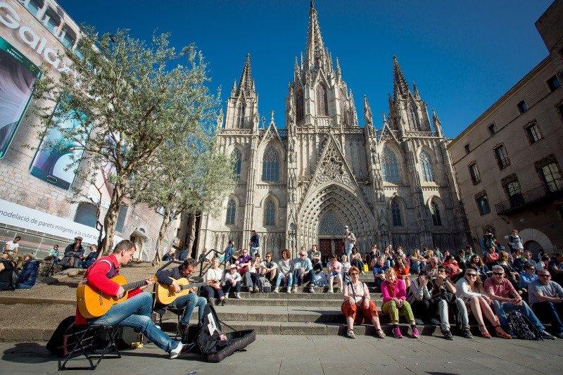 Barcelona recibe más de ocho millones de turistas internacionales.
