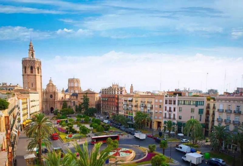 Airbnb comercializa en Valencia más plazas que los hoteles