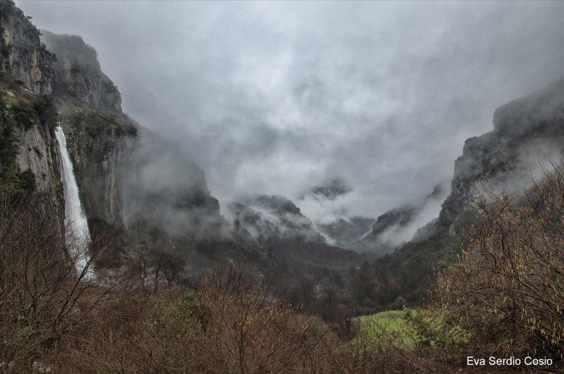 A poca distancia en votos se posicionó la foto 'Montaña oriental', en el LIC del río Asón, en Cantabria, de Eva Serdio Cosio.