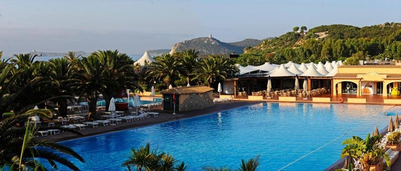 Tanka Village se encuentra rodeado de un entorno natural muy cuidado. Foto: Sardegna.com.