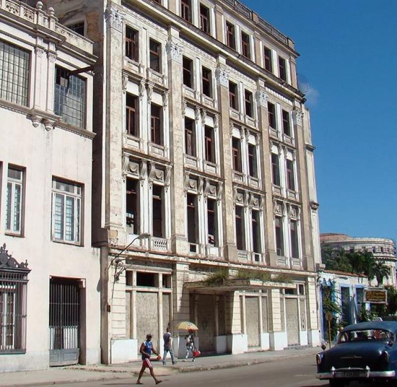 El hotel New York de La Habana está cerrado desde hace más de una década.