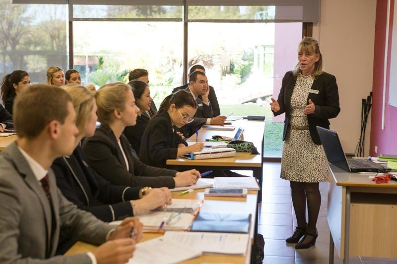 Imagen de una clase en Les Roches Marbella
