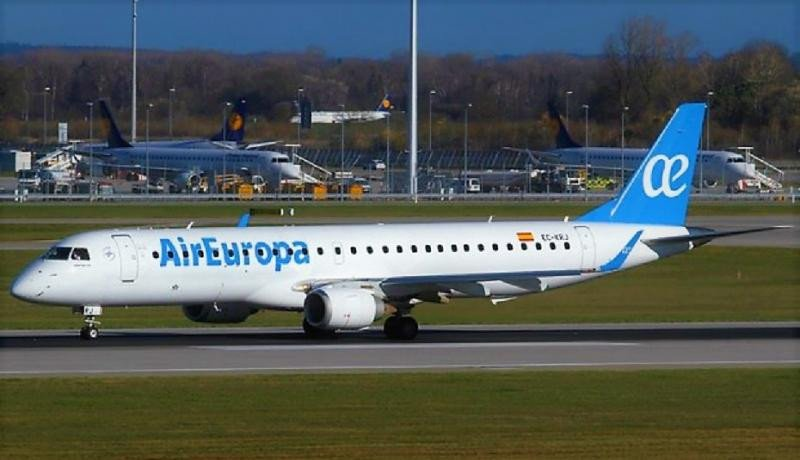 Air Europa Express busca copilotos para sus Embraer 195.