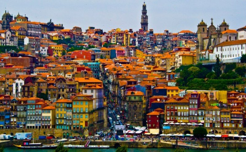 Oporto comienza a cobrar tasa turística de dos euros por noche