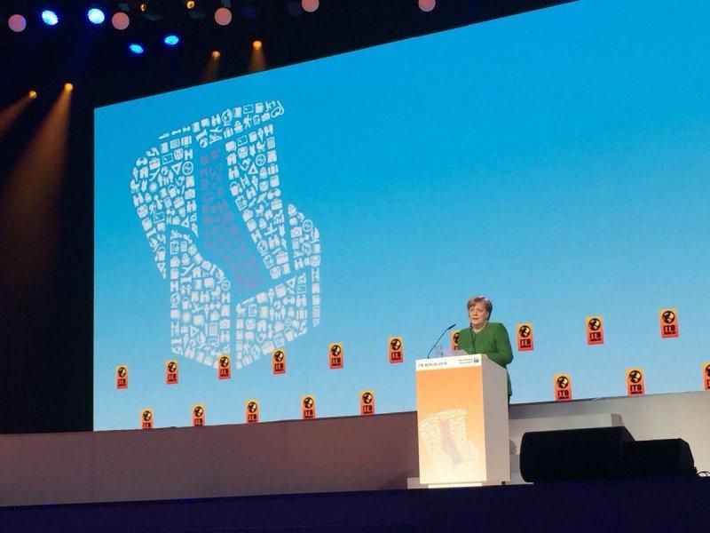 Angela Merkel dio la bienvenida a la industria del turismo a Berlín.