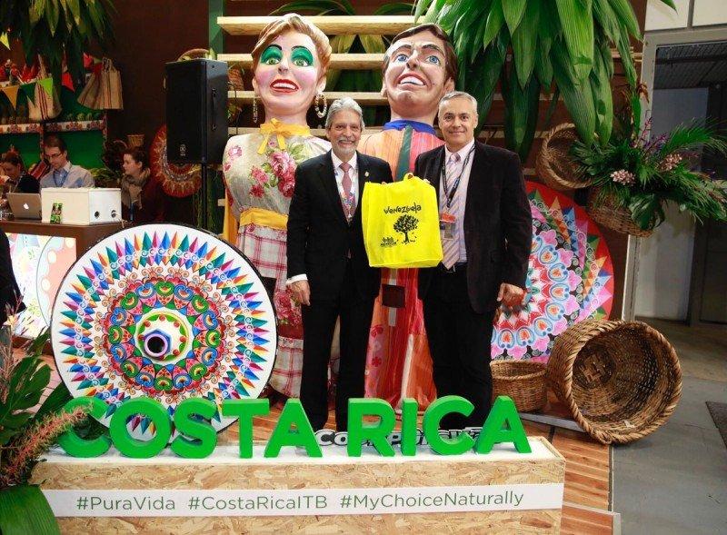 Representantes de Costa Rica y Venezuela en la feria de turismo de Berlín 2018.
