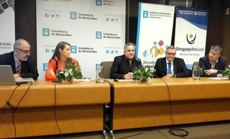 Fernando Cambón, Rosario García, el moderador Oscar Iroldi, Carlos Pera y Radamés Montero en la mesa de operadores de la jornada Turismo Cultural en Debate.