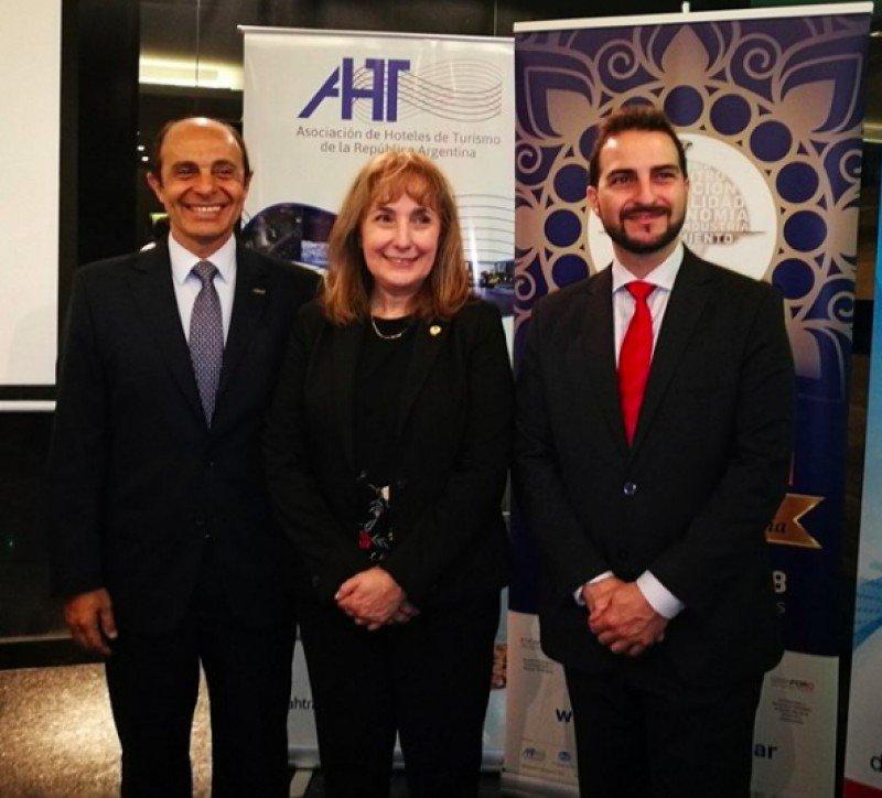 De izq a dcha: Aldo Elías (AHT), Graciela Fresno (FEHGRA), Gonzalo Páez (Ferias Argentinas)