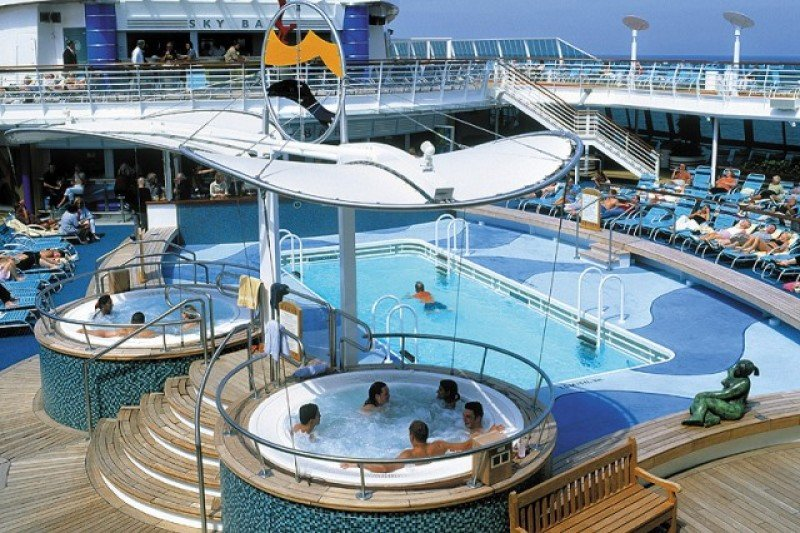 El Brilliance of the Seas albergará el primer crucero topless en el Caribe.