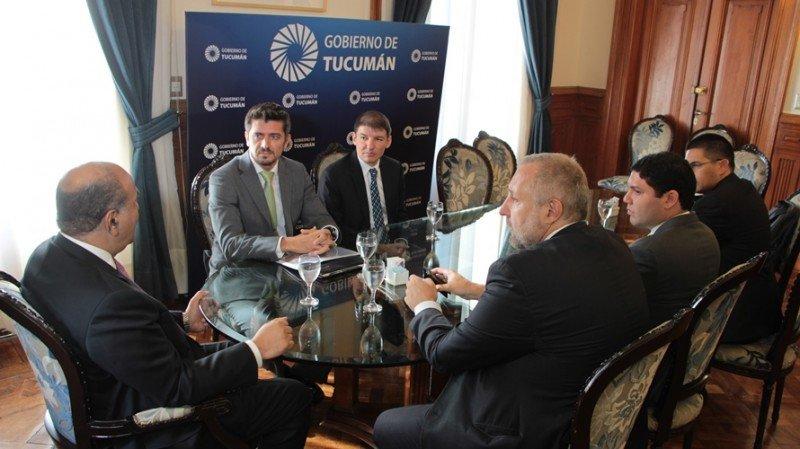 El gobernador de Tucumán recibió a directivos de Copa Airlines.