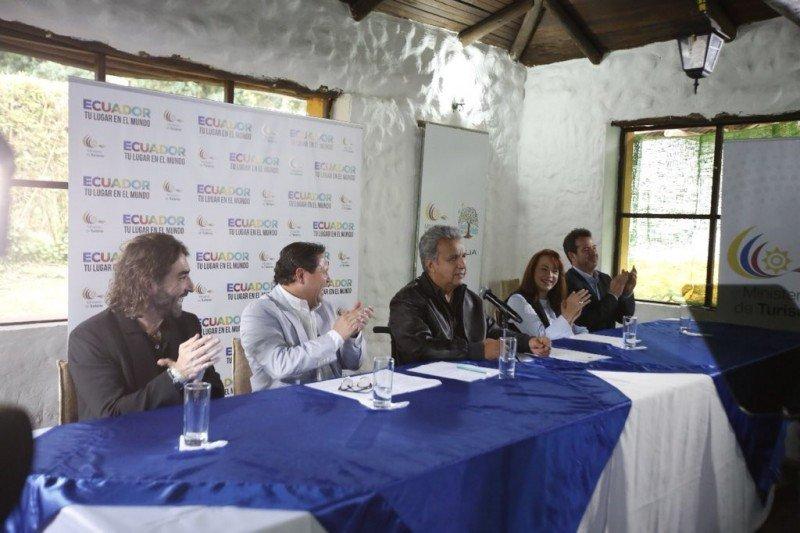 Firma del acuerdo entre el gobierno de Ecuador y Globalia.