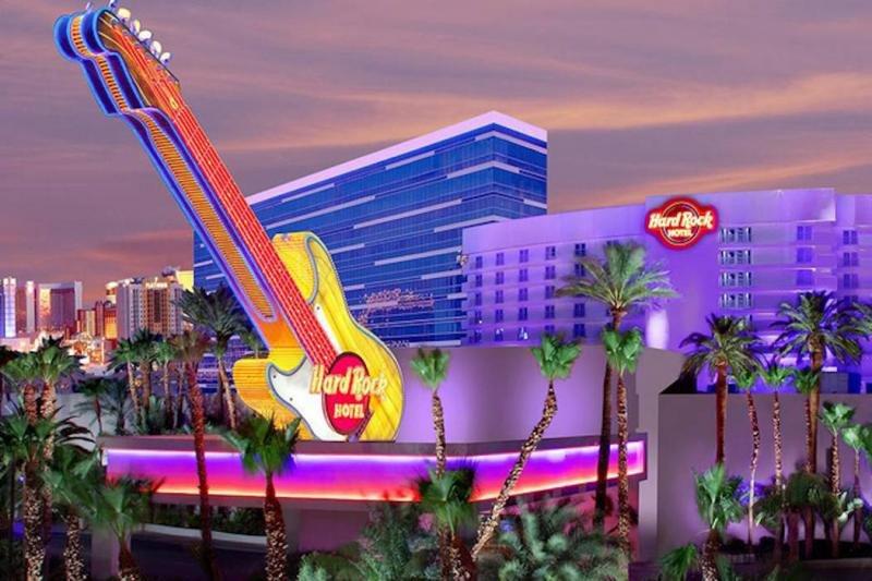 La guitarra gigante de Hard Rock tiene los días contados en el hotel recién adquirido por Virgin.