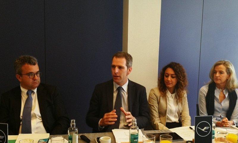 El director del Grupo Lufthansa para España y Portugal, Carsten Hoffmann –segundo por la izquierda-, con parte de su equipo.