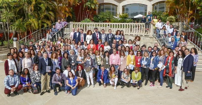 José Alberto Morales (de pie en primera fila a la izda.), junto a otros participantes en el congreso del SPV.