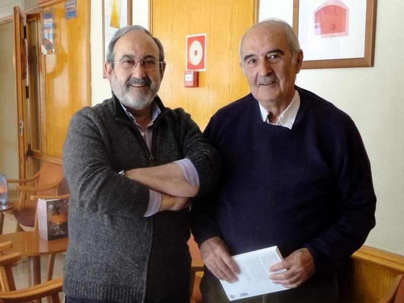 Mario Gaviria, a la derecha, junto a Tomás Mazón, en una imagen tomada en marzo de 2011.