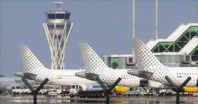 Los pilotos de Vueling piden mejores salarios y más bases en España