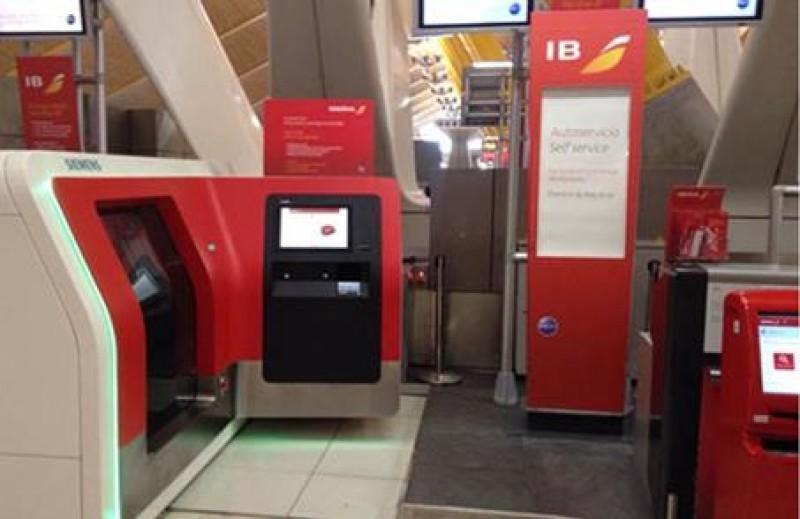 Iberia implanta en Madrid-Barajas: autoservicio en facturación y entrega de equipajes.