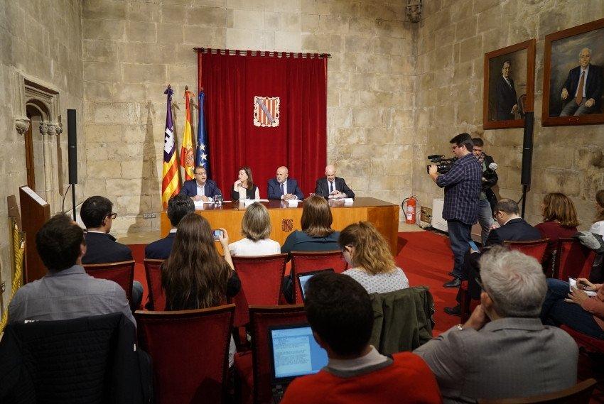 En la presentación del congreso participaron el alcalde de Calvià, Alfonso Rodríguez; la presidenta de Baleares, Francina Armengol; el presidente del Consell de Mallorca, Miquel Ensenyat,  y el director de Negocio Internacional de Fira de Barcelona, Ricard Zapatero.