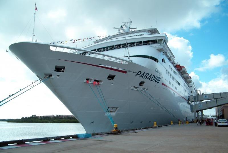 El Carnival Paradise en el puerto de Tampa.