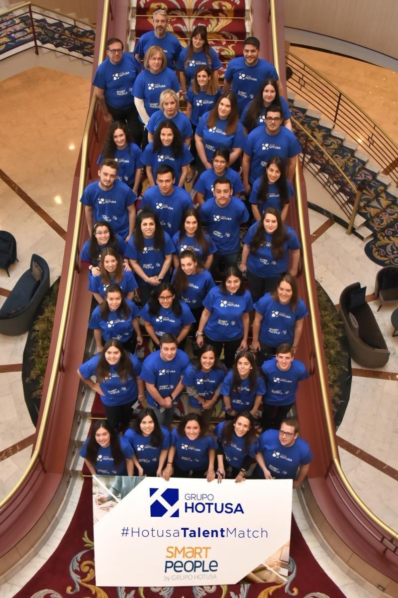 Foto de familia de los alumnos seleccionados para la segunda edición del Talent Match de Grupo Hotusa.