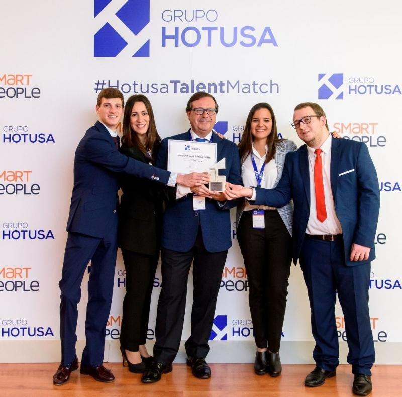 El equipo ganador de esta segunda edición, de la Universidad Loyola Andalucía de Córdoba, con su proyecto TourAcc.