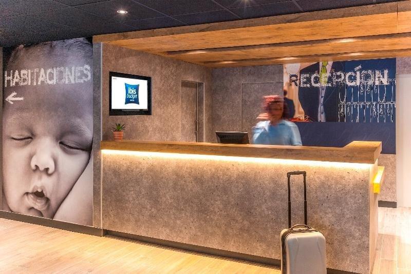 Recepción de un hotel de la cadena Ibis en Valencia.
