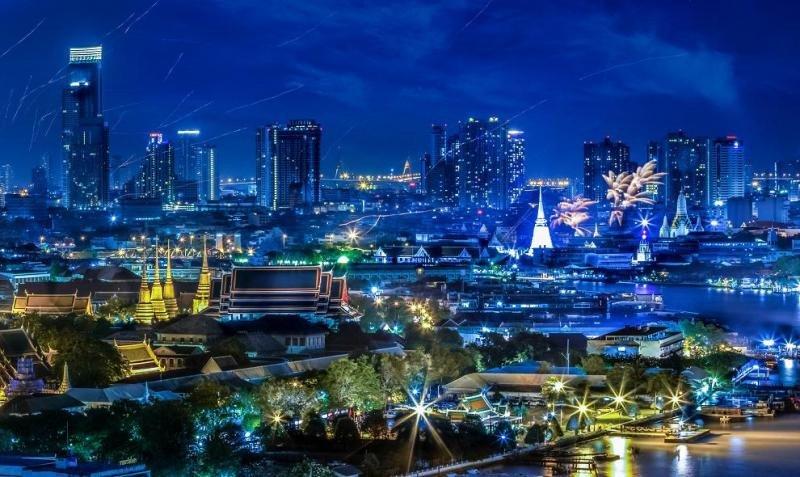 Con espacio para oficinas a precios relativamente asequibles, una red de transporte público avanzado y un nivel de hospitalidad líder en la industria, Bangkok es ideal para los negocios.