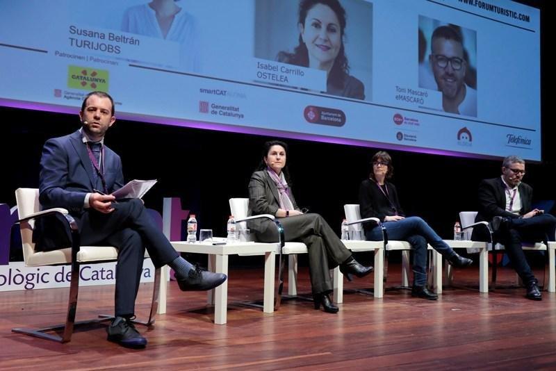Los participantes en la mesa redonda sobre los nuevos perfiles profesionales, durante el foro TurisTIC, organizado la semana pasada por Eurecat en Barcelona.