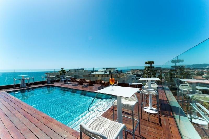 La terraza panorámica de más de 400 metros cuadrados de superficie ofrece vistas de 360 grados de la ciudad.