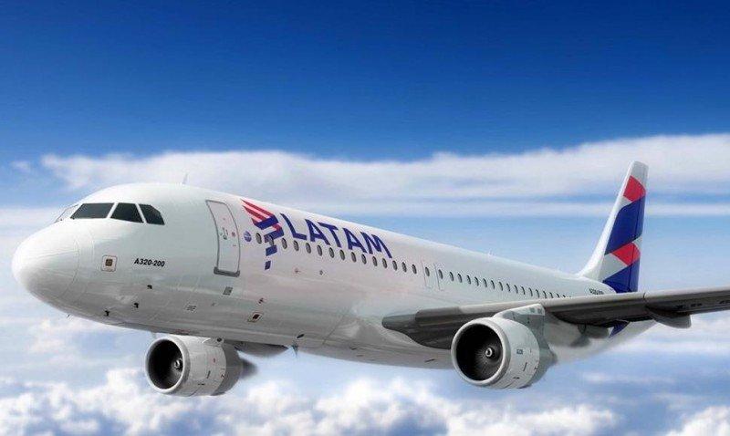 Latam cancela 620 vuelos y ofrece devolver dinero ante huelga de tripulantes