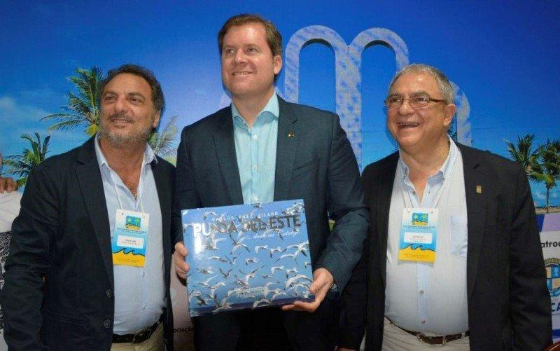 Andrés Jafif, alcalde de Punta del Este, junto al ex ministro Marx Beltrao y Luis Borsari en 2017 en Aracajú. Foto: C.Rodríguez (Cipetur)