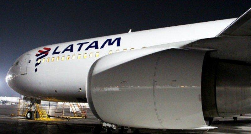Latam admite que opera vuelos con menos tripulantes debido a la huelga