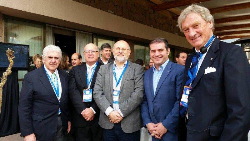 Directivos de la Federación de Cámaras de Turismo de Sudamérica reunidos en Santiago hace seis meses.