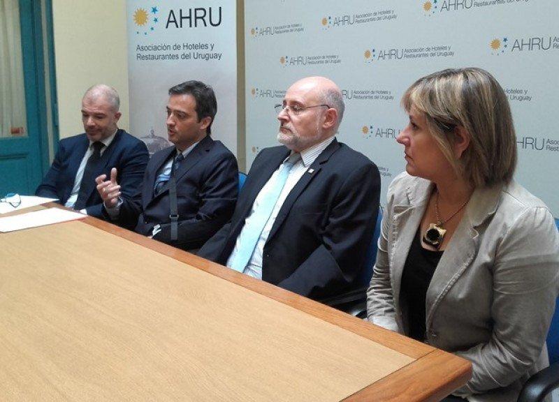 Julio Facal, Fernando Peláez, Juan Martínez y Elizabeth Villalba en el lanzamiento del III Congreso Iberoamericano de Turismo.
