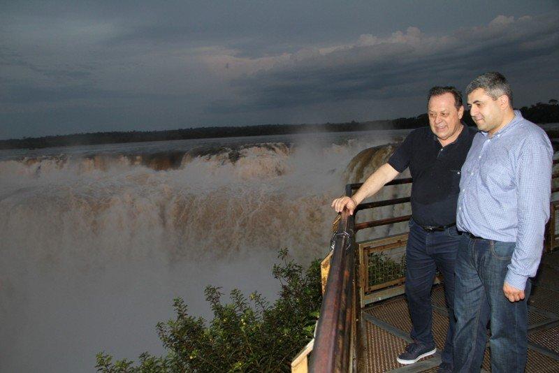 Zurab Pololikashvili y Gustavo Santos recorrieron el Parque Nacional Iguazú.