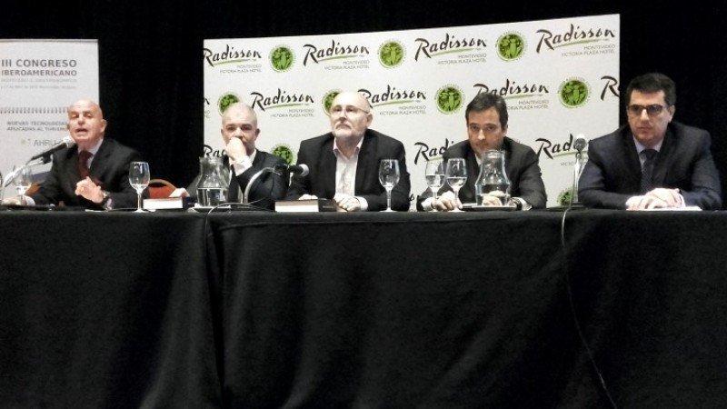 Jordi Busquets, Julio Facal, Juan Martínez, Fernando Peláez y Diego Benítez en la clausura del III Congreso Iberoamericano de Turismo.