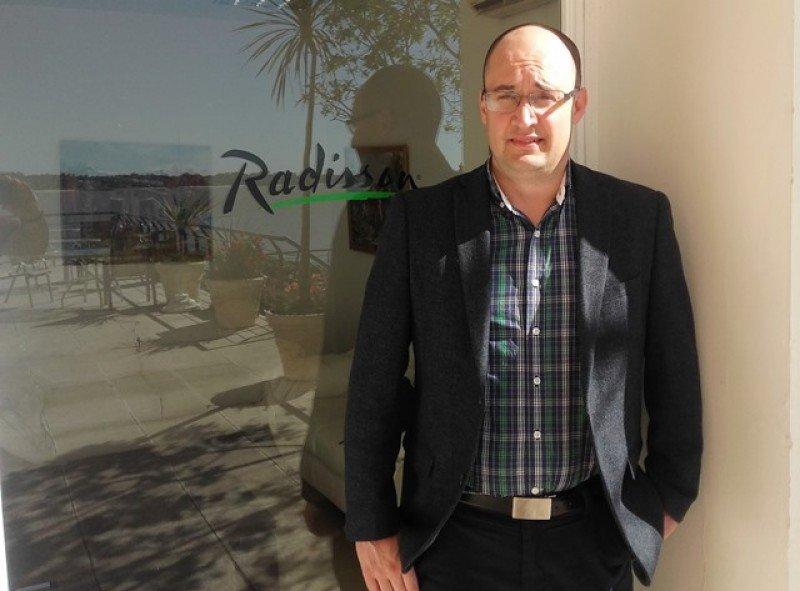 Bruno Sena, gerente del hotel Radisson Colonia .