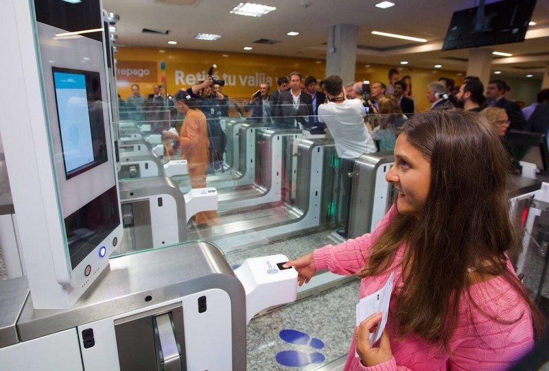 Aeropuerto de Ezeiza suma puertas biométricas en Migraciones