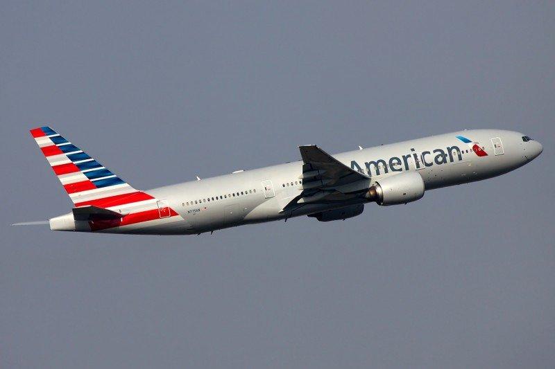 Caen 45% las ganancias de American Airlines en el primer trimestre