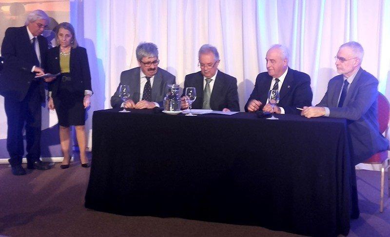 En lo que fue llamado la 'Declaración de Montevideo' los ministerios de Transporte, Defensa, Relaciones Exteriores y Turismo comprometieron su apoyo al desarrollo del sector de la aviación comercial.