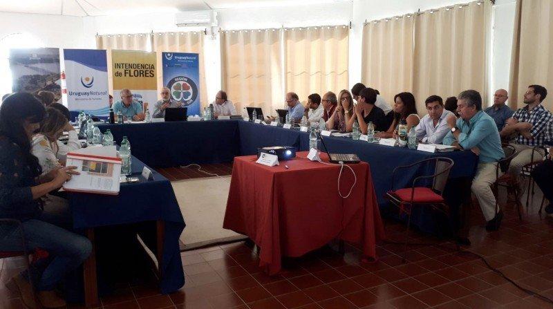 Reunión en Flores de directores departamentales de Turismo.