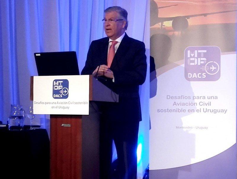 El consultor Patricio Sepúlveda en el cierre del foro DACS en Montevideo.