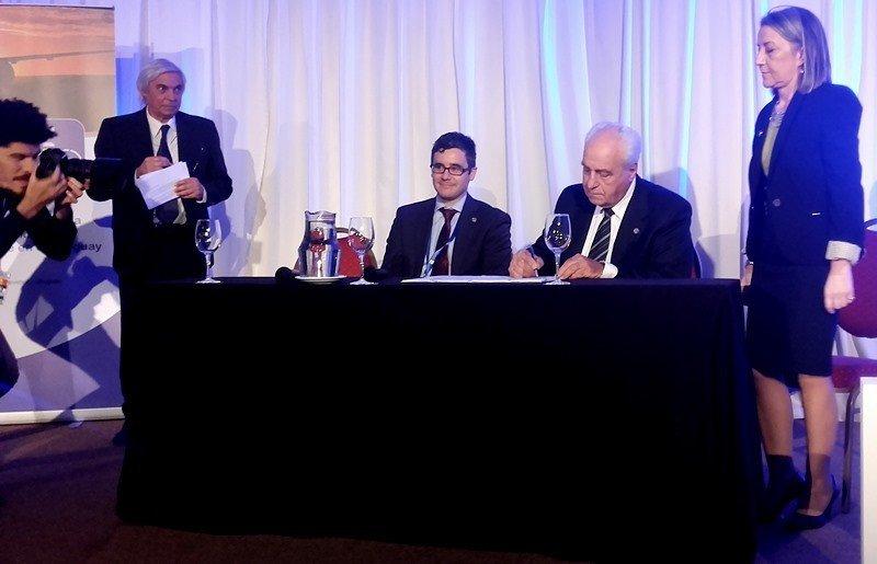 El gobierno uruguayo firmó un acuerdo de cooperación con la Organización de Aviación Civil Internacional (OACI).