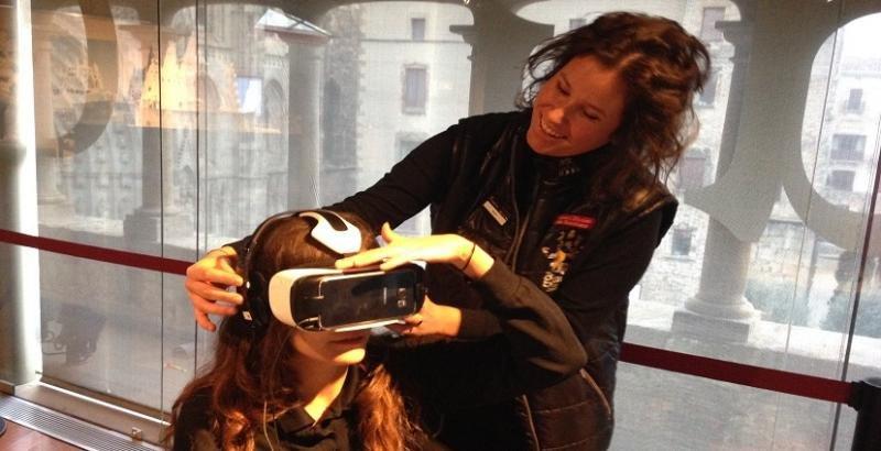El uso de gafas de realidad virtual se está extendiendo en los museos y dan al visitante una nueva perspectiva sobre la historia y la cultura. Imagen: Gaudí Exhibition Center.