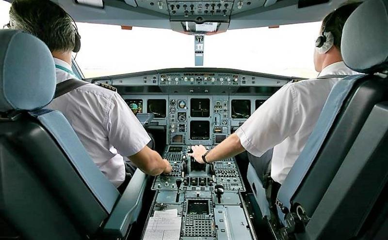Iberia lanza una convocatoria de pilotos indefinida